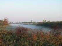 Hellblau, der Nebel, der fließt lizenzfreies stockfoto