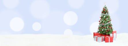 Hellblaue Dekorationskopie des Weihnachtsbaum-Hintergrundfahnenschnees Stockfoto