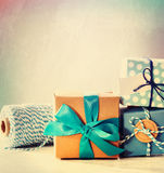 Hellblaue handgemachte Geschenkboxen Lizenzfreie Stockbilder