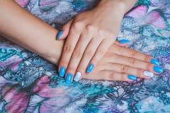 Hellblaue Nagelkunst Lizenzfreies Stockbild