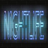 Hellblaue Neonbuchstaben - Nachtleben vor dem hintergrund einer Backsteinmauer Dekorativer Hintergrund, auf dem zwei Kuss gegenüb Lizenzfreies Stockfoto