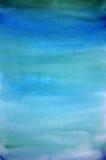 Hellblauer handgemalter Kunsthintergrund des Aquarells stockbild
