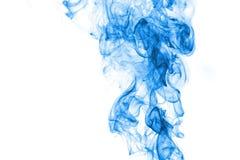 Hellblauer Rauch auf weißem Hintergrund Lizenzfreies Stockfoto
