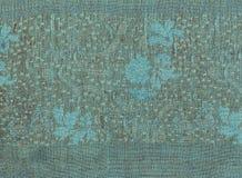 Hellblaues Segeltuch mit blauem Laub lizenzfreie stockbilder