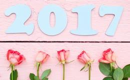 Hellblaues 2017 und helle Rosen Stockbilder