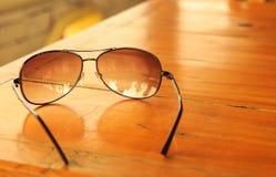 Hellbraune widergespiegelte Sonnenbrille Lizenzfreies Stockfoto