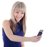 Helle Abbildung der glücklichen Frau mit Handy Stockfoto