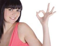 Helle Abbildung des reizenden Brunette o.k. darstellend Stockfotos