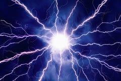 Helle Blitze im bewölkten Himmel Stockbilder