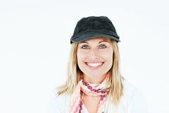 Helle blonde Frau mit dem Schutzkappen- und Schallächeln Stockbild