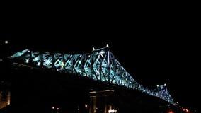 Helle Brücke in der Bewegung stock video