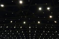 Helle Dekoration am Dach Stockbilder