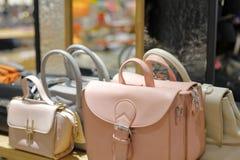 Helle Farbe bauscht sich im Shop, luftgetrockneter Ziegelstein rgb Stockfotos