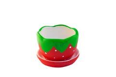 Helle Farben der schalenförmigen Erdbeerbeere Isolat auf weißem Hintergrund Stockfotos