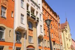 Helle Farben der Straßen-Gebäude in Europa Stockfotografie