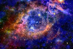 Helle Galaxie mit Sternen im Weltraum stockfotos