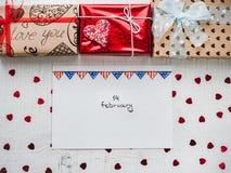 Helle Geschenkboxen banden mit einem Band lizenzfreie stockfotografie