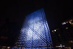 Helle Installation des Monolithen angetrieben durch Mercedes-Benz durch Hyperbinary an Paris-Straße nahe bei dem alten Times Squa Lizenzfreie Stockfotos