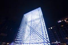 Helle Installation des Monolithen angetrieben durch Mercedes-Benz durch Hyperbinary an Paris-Straße nahe bei dem alten Times Squa Lizenzfreie Stockbilder