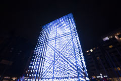 Helle Installation des Monolithen angetrieben durch Mercedes-Benz durch Hyperbinary an Paris-Straße nahe bei dem alten Times Squa Stockfotografie
