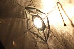 Helle Lampe im Studio Stockbilder