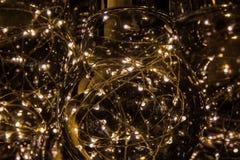 Helle Lampen auf dunklem Hintergrund Lizenzfreies Stockfoto