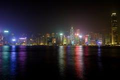 Helle Leistungsshow von den Wolkenkratzern in Hong Kong Stockfoto