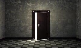 Helle Leuchte durch eine offene Tür Stockfotografie