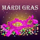 Helle Mardi Gras Poster-Schablone mit Karnevalsmaske, -Konfettis und -perlen Lizenzfreie Stockfotos