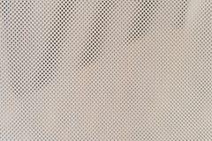 helle Masche Zerknitterter heller Hintergrund von einem feinen Gitter Kleine Quadrate lizenzfreies stockfoto