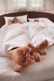 Helle Nahaufnahme der Junge couple?s Füße Stockfoto