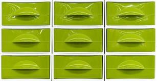Helle Plastikkästen für die Speicherung von Haushaltsartikeln lizenzfreie stockfotos