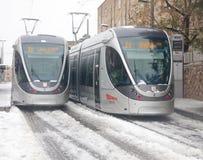 Helle Schiene gestaut im Schnee Stockbild