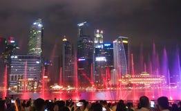 Helle Show bei Marina Bay Sand in Singapur stockfoto