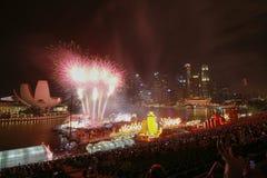 Helle Show nachts auf Jachthafenbucht Lizenzfreie Stockfotografie