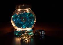Helle Steine in einem Glasgefäß Lizenzfreie Stockbilder