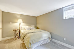 Helle Töne, die Schlafzimmerinnenraum erneuern Stockfoto