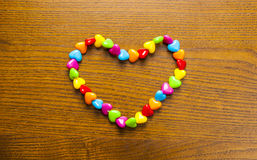 Helle und bunte Halskette und Perlen Lizenzfreies Stockbild