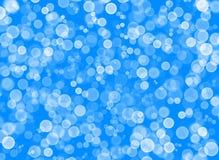 Helle weiße Kreise auf einem hellen blauen Hintergrund lizenzfreie abbildung