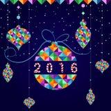 Helle Weihnachtskarte in Form von den Weihnachtsbällen gemacht mit bunten Dreiecken, neues Jahr 2016 Lizenzfreies Stockbild