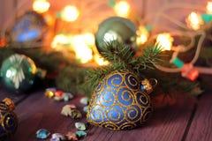 Helle Weihnachtszusammensetzung mit Herzflitter Lizenzfreie Stockfotografie