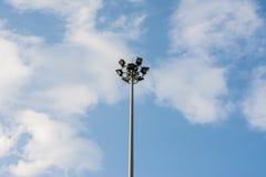 Helle Wolke des Sports und blauer Himmel stockbilder