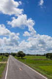 Heller blauer Himmel Stockfoto