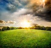 Heller Blitz über Feld Stockbilder