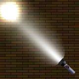 Heller Blitz auf dunklem Ziegelstein-Hintergrund Lizenzfreies Stockbild