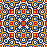 Heller ethnischer abstrakter Hintergrund Nahtloses Muster mit symmetrischer geometrischer Verzierung Lizenzfreie Stockfotos