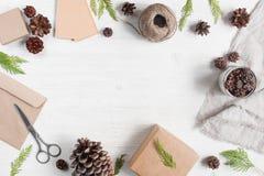 Heller Feiertagshintergrund mit Geschenkboxen Lizenzfreie Stockfotos