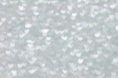 Heller Hintergrund der Defocused abstrakten silbernen Herzen Stockfotografie