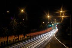 Heller Hintergrund der Stadt nah Stockfoto
