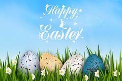 Heller Hintergrund Fröhliche Ostern mit realistischen bunten verzierten Wachteleiern, Gras, Frühling blühen Vieille femme d'Afro- Stockfotos